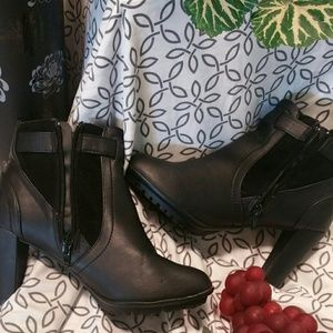 Shoes - 💗Womens boots!!💗